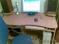 большой компьютерный стол (120 на 60см), с креслом.